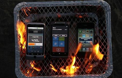 Windows Mobile 7 veri az iPhone 4-et és az Androidot ... a grillezés versenyen