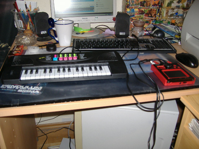 [Kép: 8bit_Homemade_super_synth_01.JPG]