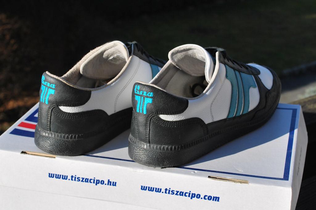 ab7ab403c7d6 Tisza cipő 43-as (Derby fekete/fehér/kék) - HardverApró